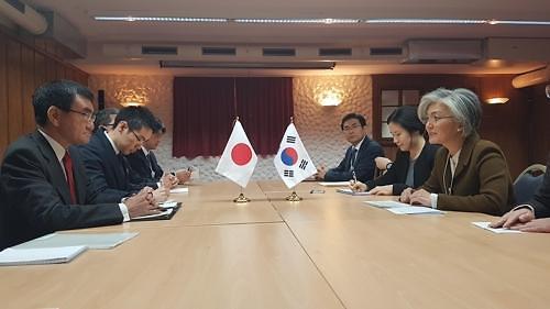 韩日外长商定沟通合作 就焦点问题仍存分歧