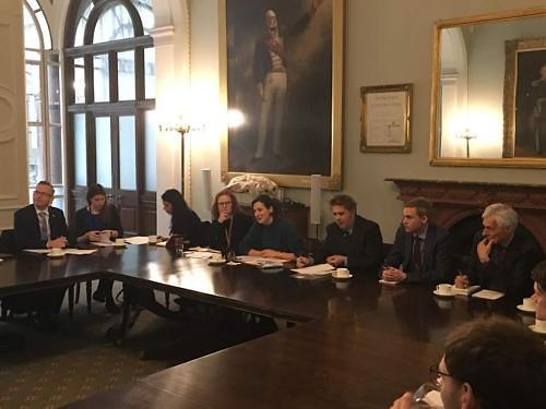 韩英开局长级会议讨论英国脱欧动向