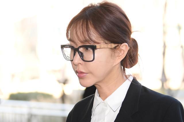韩国一代女团S.E.S成员Shoo接受首次公审