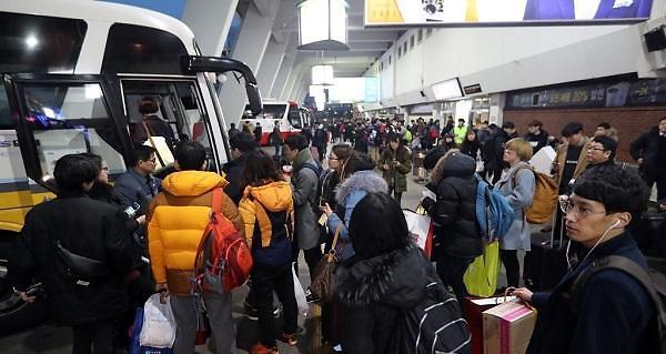 """首尔市拟延长公共交通末班车时间为春运""""减负"""""""
