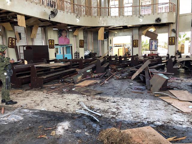 필리핀 남부 성당 폭발 사망자, 27명으로 늘어나…추가 가능성 남아