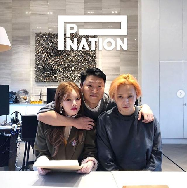 HyunA and boyfriend nestle in Psys new entertainment agency