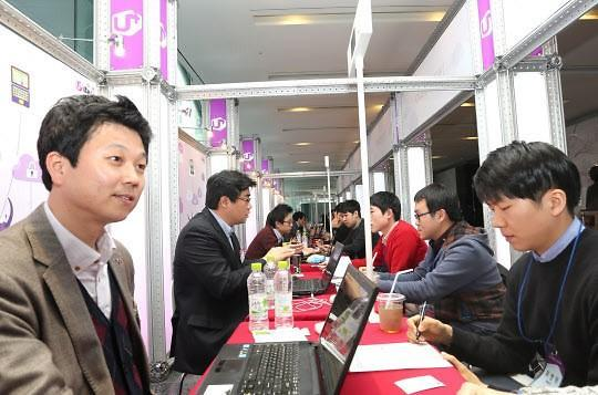 韩国初次求职者近半数首选国企