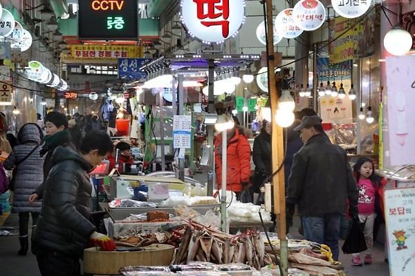 去年韩国国民消费增长率13年来首超经济增长率