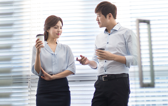 韩国上班族平均月工资1.8万元 女性收入为男性63%