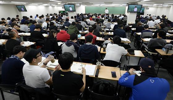近4成韩国青年成为国考一族