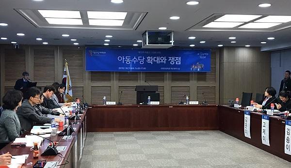 호응 없는 한국형 아동수당, 어떻게 가야되나