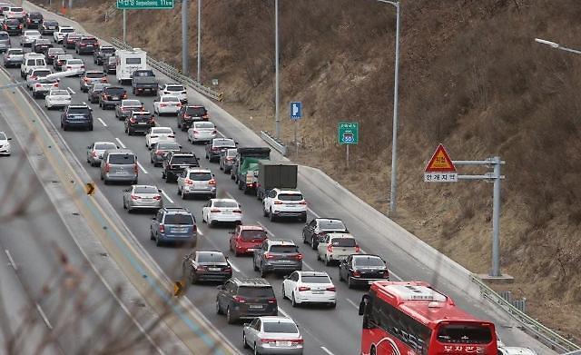 고속도로 뒷좌석 안전띠 착용률 절반…미착용시 사망률 26배 높아져