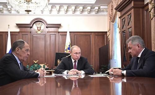 """푸틴 """"러시아도 INF 참여 중단""""…美 트럼프에 '맞불'"""
