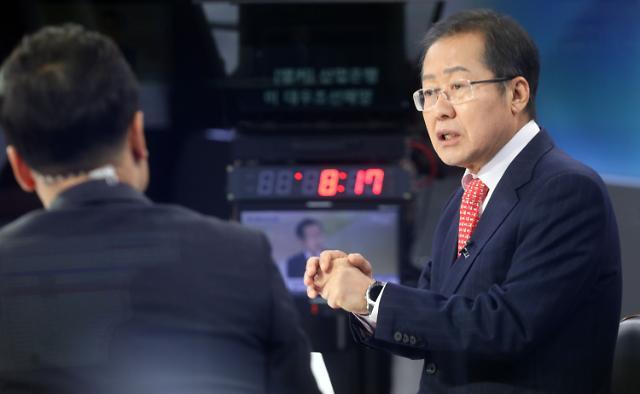 """홍준표 """"여의도 돌아가면 이명박·박근혜 석방 운동할 것"""""""