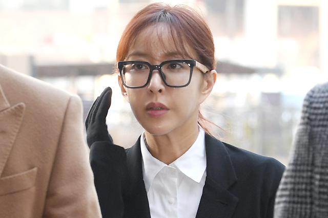원정 도박 혐의…검찰, 슈에 징역 1년 구형