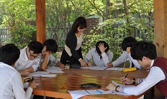 2019年首尔公立中学教师招聘结果出炉 男老师仅占2成