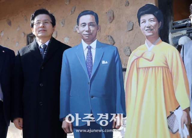 """""""박근혜 도왔다""""는 황교안에...박지원 """"벌써 구태정치를 익혔는가"""""""