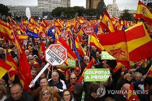 카탈루냐에 양보 그만...스페인서 우파 주최 대규모 집회