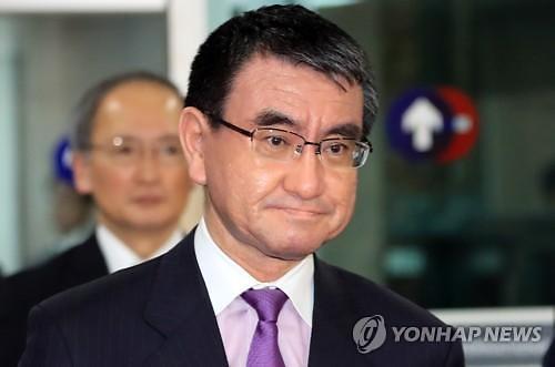 """고노 日 외상 """"문희상 의장 발언 조심해달라"""""""