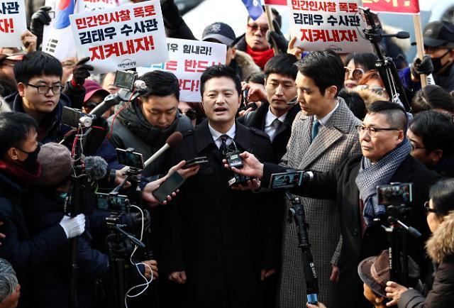 """김태우, 검찰 출석…""""국민께 청와대 고발하는 방법밖에 없었다"""""""