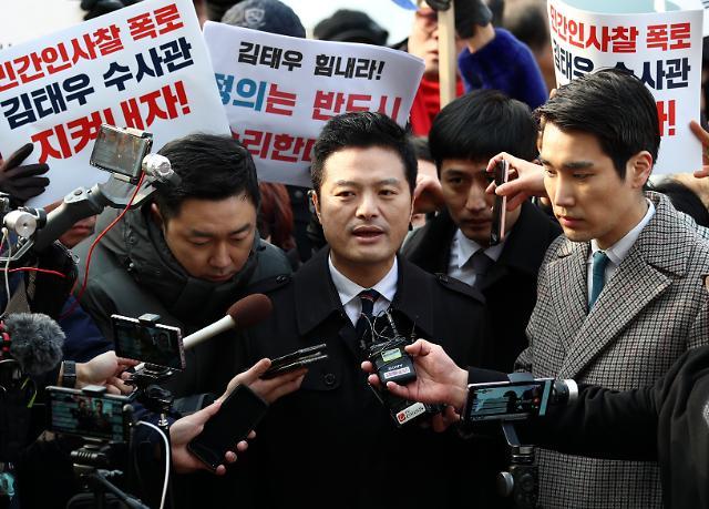 """김태우, 공무상 비밀누설 혐의로 檢 조사…金 """"비리 폭로"""" vs 靑 """"사실 아냐"""""""