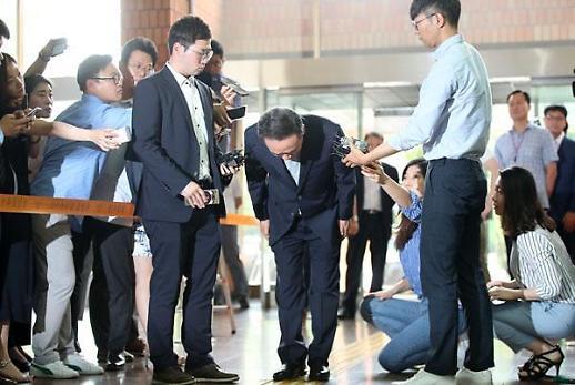 성추행 최호식 전 호식이두마리치킨 회장 1심 징역형 집행유예