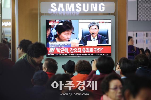 [불온한 정치/최신형] '5·18 망언'과 '박근혜 필패론'
