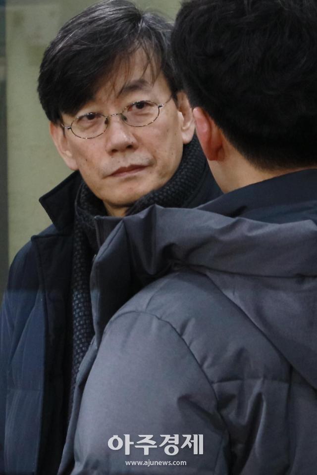 [포토] 후배기자 질문듣는 손석희 JTBC 대표이사