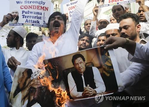"""""""관세 200%"""" 카슈미르 테러 이후 인도-파키스탄 갈등 심화"""