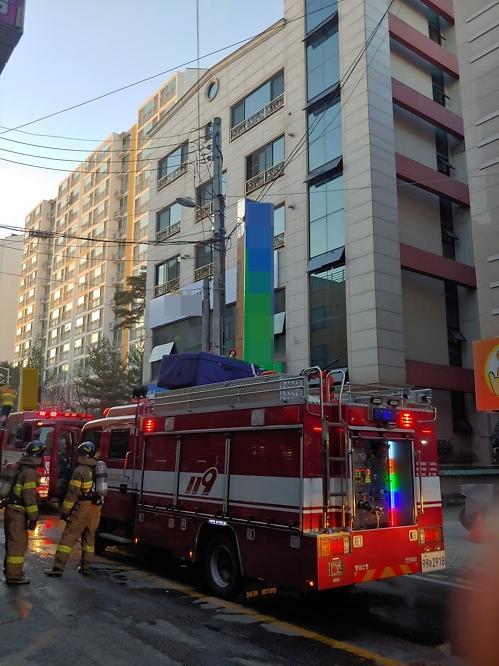 천안 주상복합건물서 화재 5명 연기 흡입