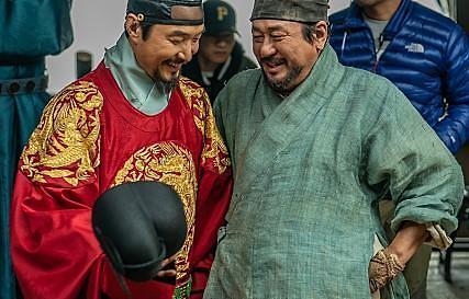 チェ・ミンシク&ハン・ソクギュ主演映画「天問」クランクアップ・・・下半期公開