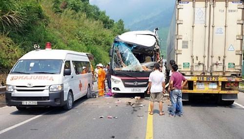 베트남 다낭서 韓관광객 탄 버스 추돌사고…외교부 10여명 부상