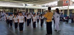 .洪都拉斯一公立小学将跆拳道列为正规课程.