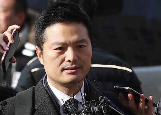 """김태우, 13시간 반 검찰 조사받고 귀가…""""담담하다"""""""