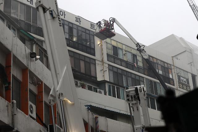 대구 7층짜리 건물 목욕탕서 불…2명 사망, 50여명 부상