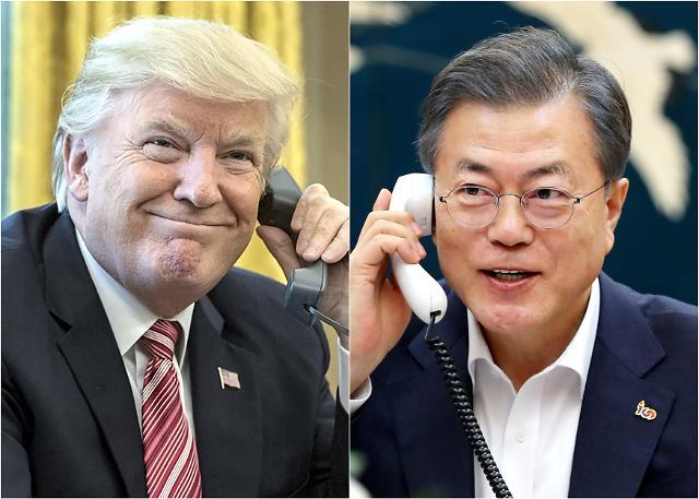 """한미정상 35분간 통화…문 대통령, """"美 요구하면 남북경협 떠맡을 각오"""""""
