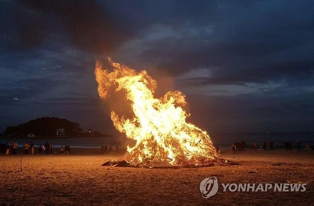 달집태우기, 불 붙이자 펑…폭발에 아수라장