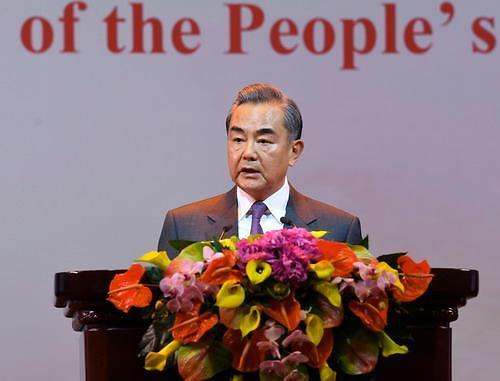 """中 왕이 """"중국 발전은 미국에 기회""""…무역협상 타결 지원사격"""
