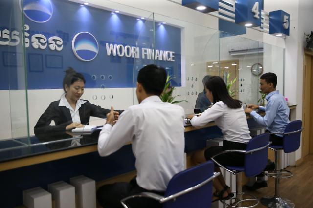 [위기와 기회 공존하는 캄보디아] 캄보디아에 깃발 꽂는 금융사