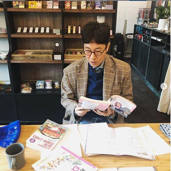[#SNS★] 개그맨 김영철 일상생활 모습 보니…공부까지?