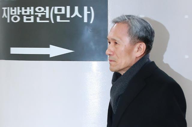 '군 댓글공작 지시' 김관진 전 국방부 장관에 징역 2년6개월 선고