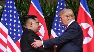 Ông Kim Jong-un sẽ đi tàu hỏa đến Việt Nam gặp ông Trump?