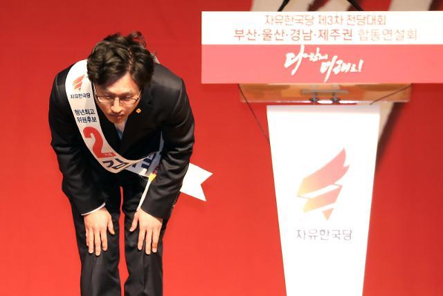 [포토] 고개 숙인 김준교 후보