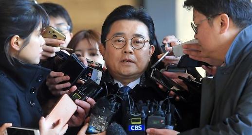 'GS·롯데홈쇼핑 뇌물수수' 전병헌 전 수석 징역 5년…법정구속은 면해