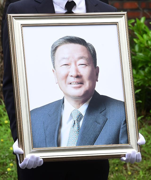 """故 구본무 LG그룹 회장, 생전 """"공익 사업 활용해달라""""며 50억원 기부"""