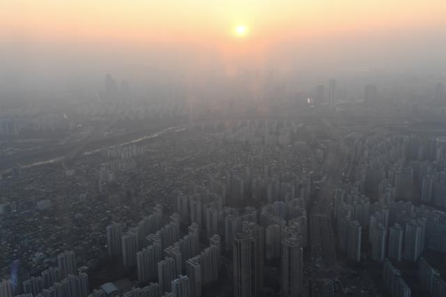 [포토] 서울 하늘 덮은 미세먼지