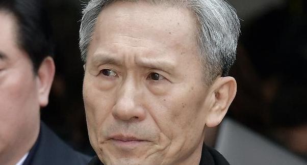 '軍 댓글공작' 김관진 전 국방부 장관 징역 2년6개월…검찰 즉각 항소