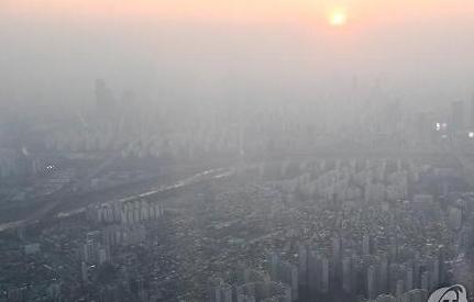 Bụi mịn nghiêm trọng, thành phố Kimhae cấp 20 ngàn khẩu trang miễn phí