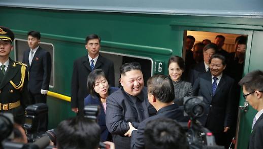타스통신, 김정은 열차 타고 하노이행 출발(상보)