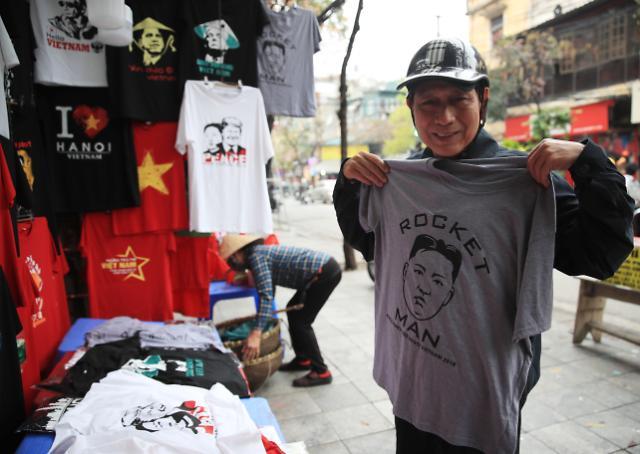 [포토] 베트남서 인기있는 김정은 티셔츠