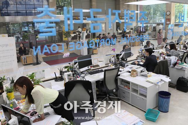 """주택담보대출 금리 1년새 0.8%p 하락...""""소비자들에게 고정금리가 유리"""""""