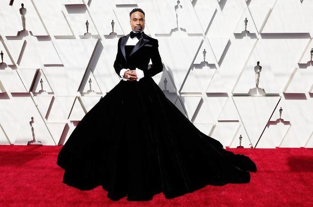 [2019 아카데미 시상식] 레이디가가 능가한 빌리 포터, 남자가 드레스 입었다?