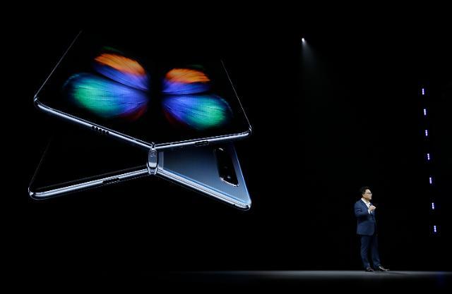[MWC 2019] 폴더블폰 시대 개막…갤럭시폴드·메이트X·V50, 같은 듯 다르다