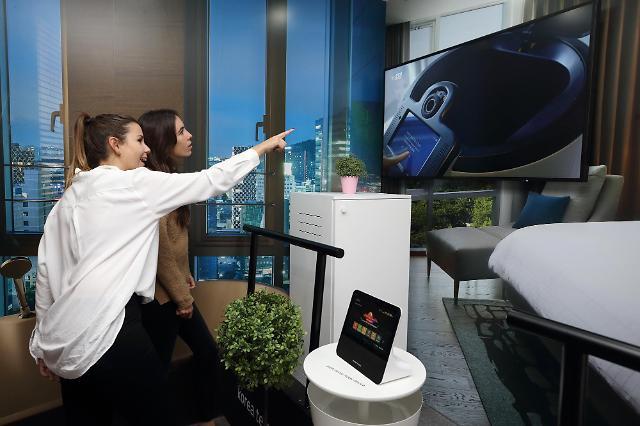 KT showcases 5G-connected autonomous hotel concierge robot at MWC